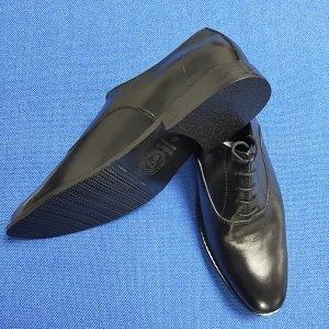 men lace up shoes